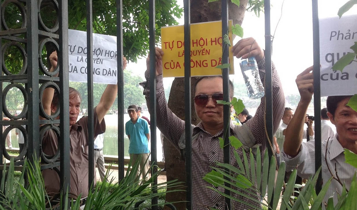 "Hanoi, 5th May 2013. The sign reads: ""Freedom of association is citizens' right."" (source: Dan Lam Bao)"
