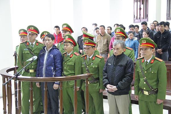Tran Anh Kim and Le Thanh Tung at Dec 2016 trial