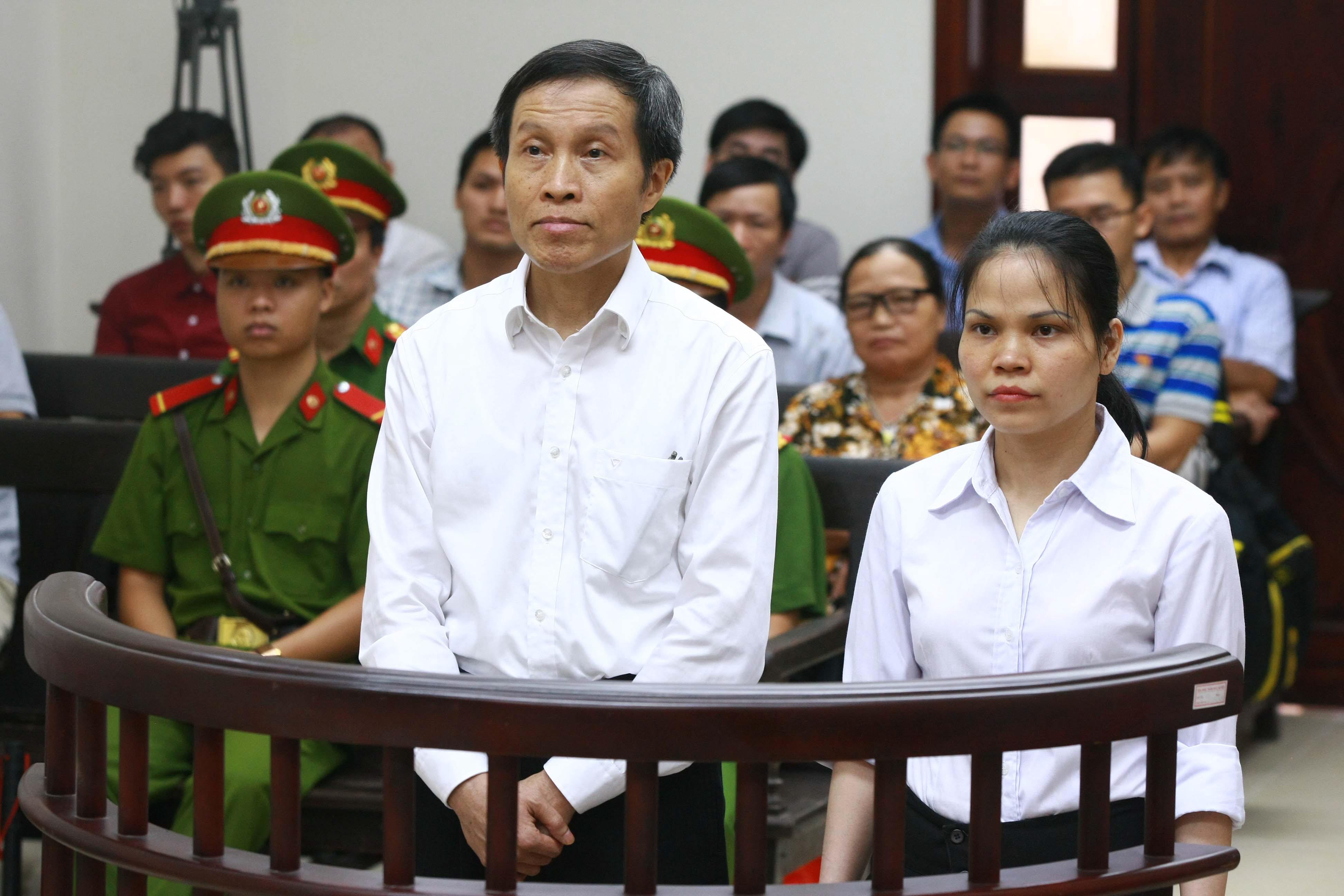 Nguyễn Hữu Vinh - left